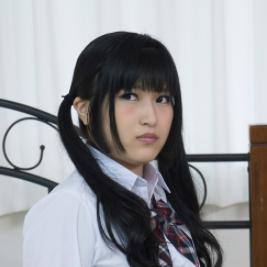 佐津川愛美似の白肌が美しい真鍋はるかが縦型スマホ動画に!