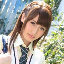 まだまだ制服の似合う愛沢かりんが、思い出の教室で・・・